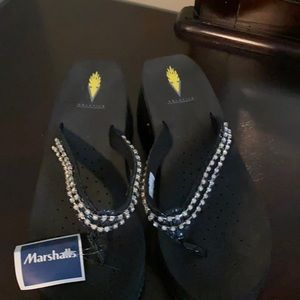 NWT flip flops